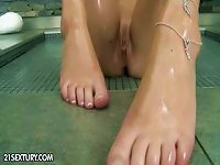 Free Sex Showers And Oils Up Her Body To Show Off And Feature Her Feet