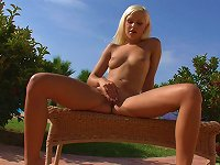Free Sex Outdoor Posing With Big Ass Blonde Lola Myluv