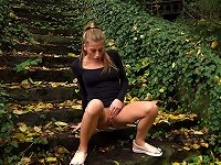 Free Sex Sporty And Young White Girl Outdoors Pisses On The Stairs
